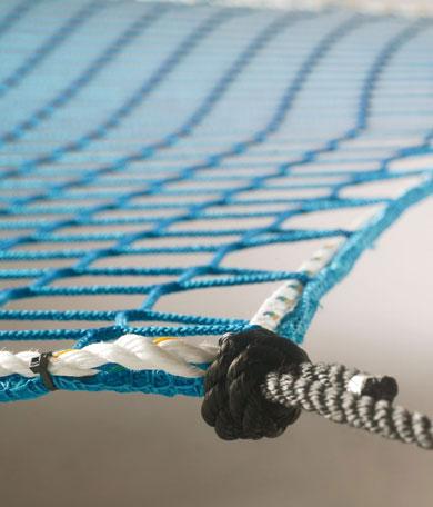 Auffangnetz mit Randseil und Aufhängeseilen